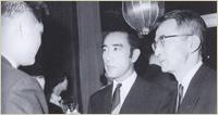 第2回授賞式(昭和42年)にて。中村伸郎(右)は三島由紀夫(中央)の作品の演技で個人賞受賞